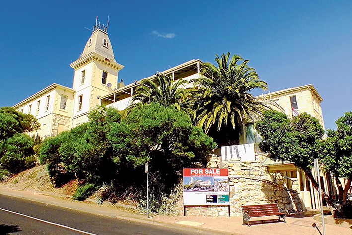 """Icon for sale: The Continental Hotel in Sorrento, which was built by the """"Father of Sorrento"""" George Coppin in 1875, is on the market. Picture: Andrew Mackinnon"""