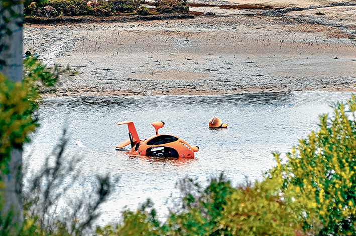Death crash: The stricken gyrocopter at Rutherford Inlet, near Cannons Creek.                                                                                                                                      Picture: Donna Oates, Pakenham Gazette