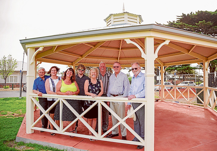 Rotunda open: Councillors, sponsors and RSL members are Alan McDonald, Marie Crossland, Anne Shaw, Andrew Dixon, Bev Colomb, Bill Julian, Victor Sullivan and Colin Fisher.