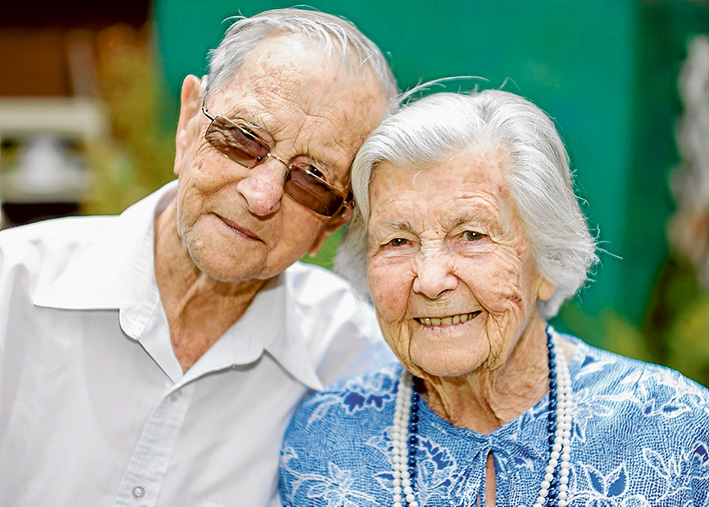 Happy couple: Royal and Roy Setter are celebrating their 70th anniversary on Australia Day. Picture: Yanni