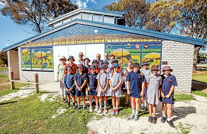 Artist and his helpers: Simon Normand had help from Ocearna Barker, Caitlyn Humphrey, Will Cannan, Kaley Cridland, Billie Diamond, Taylor Jordan, Jesse Davidson Lopo, Ashley MacDonald, Imogen Scott, Andrew Stout, Keely Swayn, Faizah Twil, Bailey Dowling, Jemma Fanshaw, Toby Fuggle and Riley Gill.  He will be exhibiting his work at Antipodes Gallery over Easter. Picture: Yanni