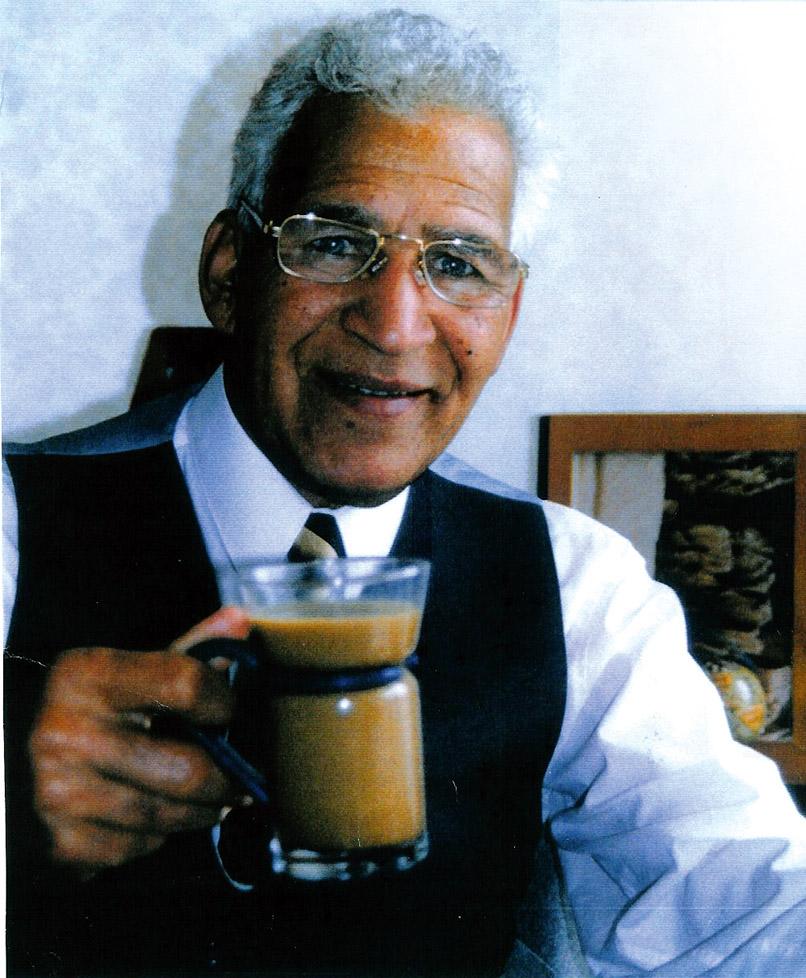 Des enjoying a coffee